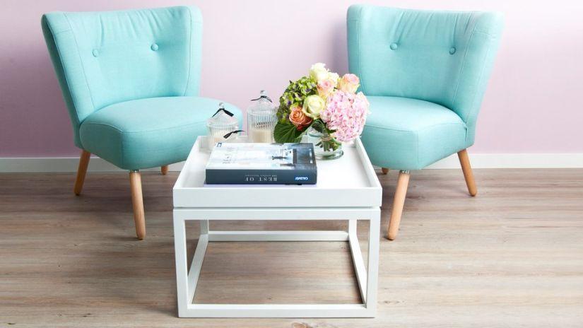 moderní bílý konferenční stolek