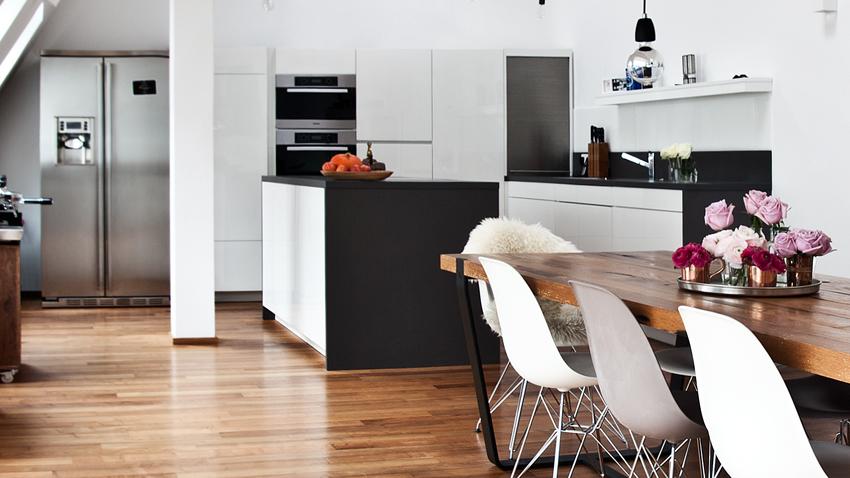 bílá kuchyňská skříň