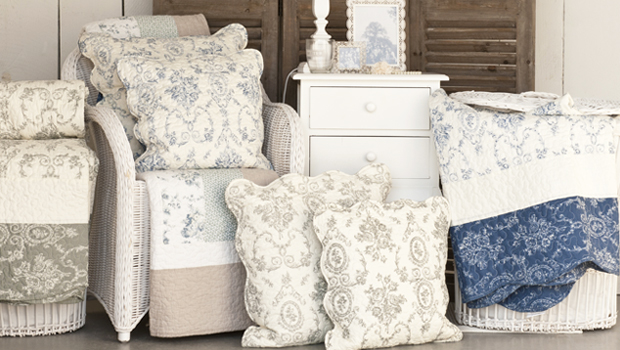 romantický proutěný nábytek