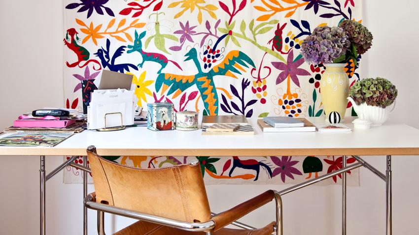 retro bílý psací stůl