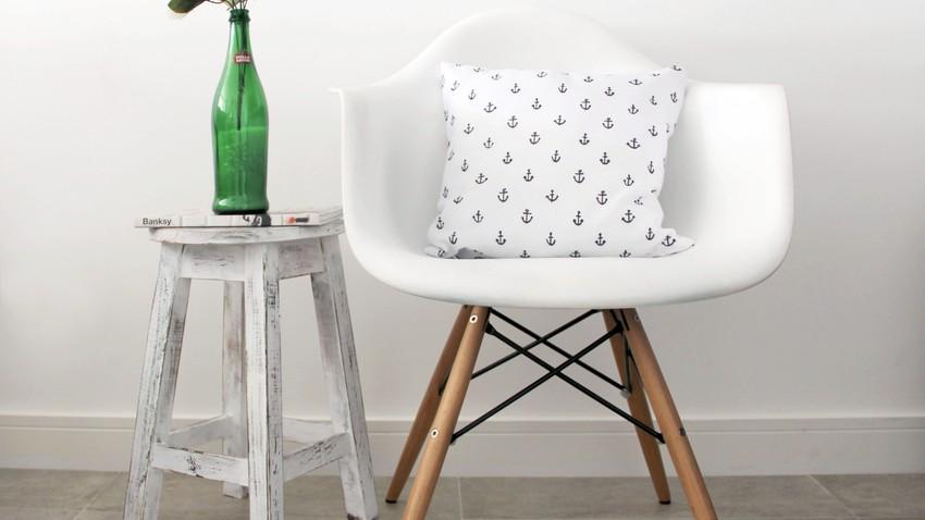 bílé sedací polštáře
