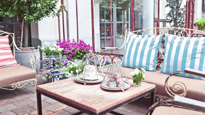 stylové zahradní lavičky