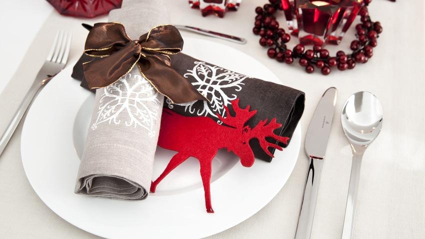 červené vánoční dekorace