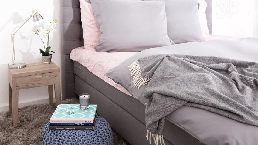 polstrovaná vysouvací postel