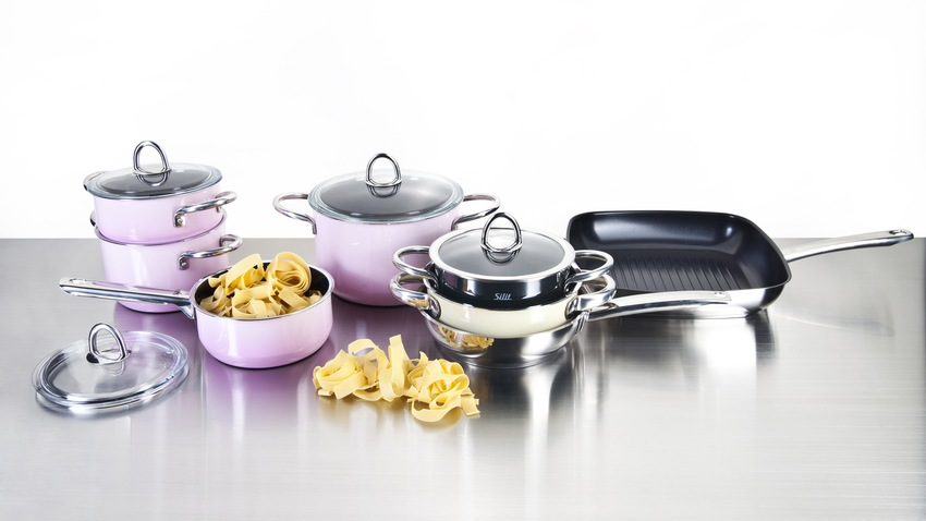 fialové nádobí na vaření