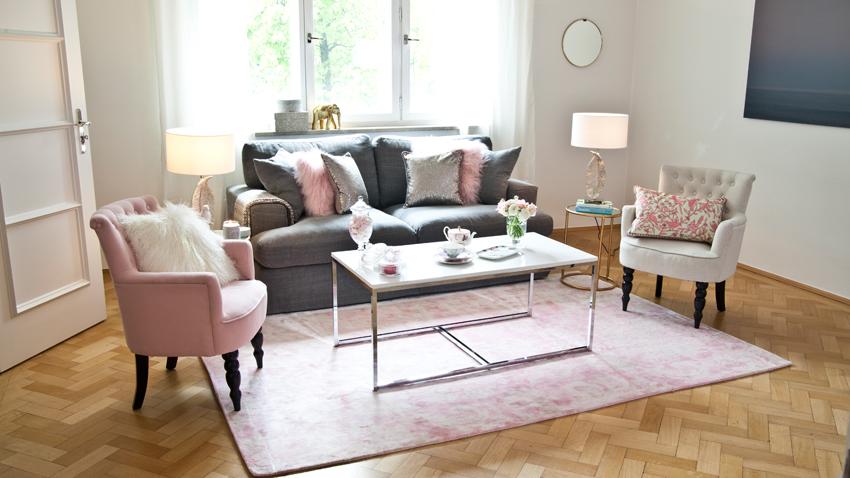 růžový koberec do obývacího pokoje