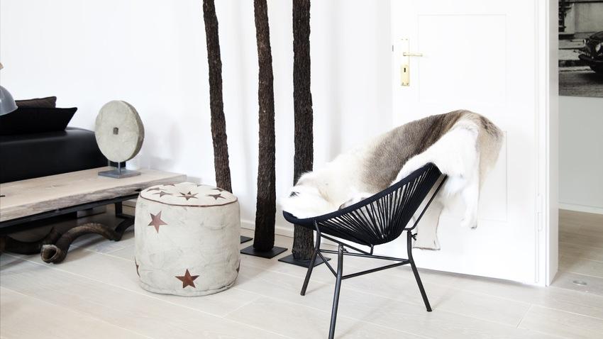 černé egg chair