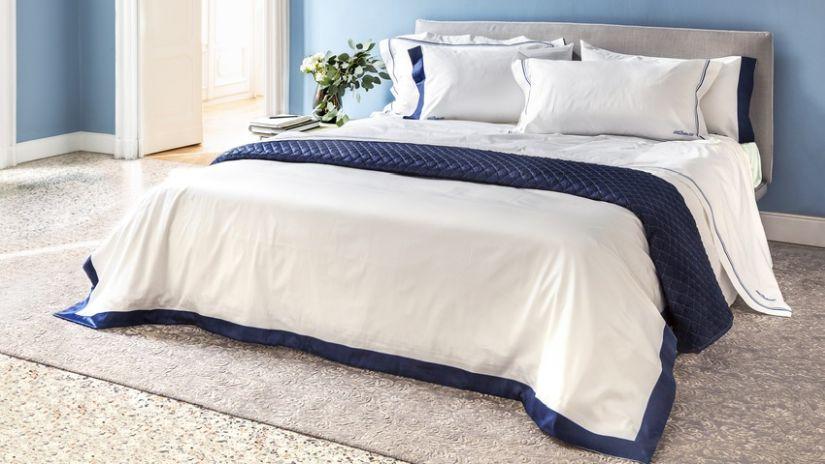 modro bílé ložní prádlo
