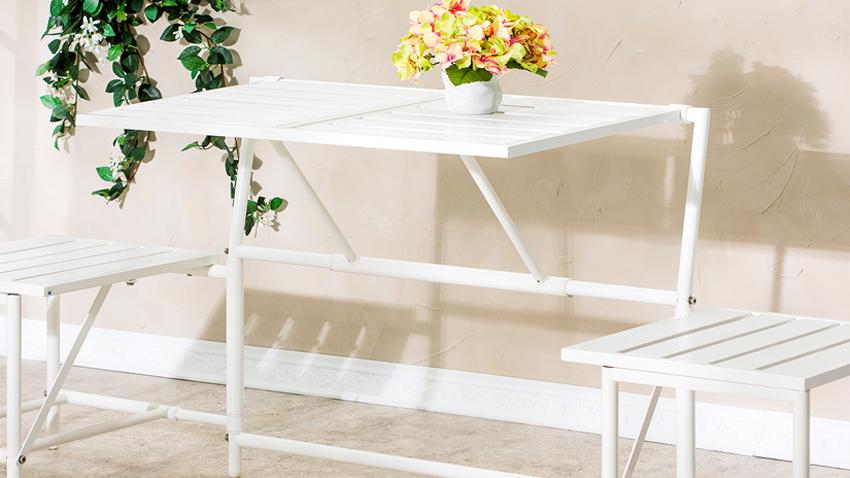 bílé úzké balkonové stoly