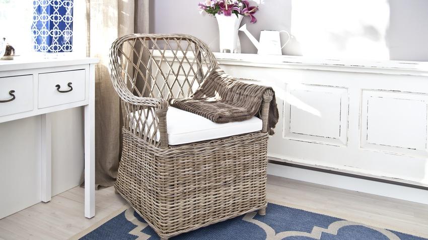 Salonek s ratanovým nábytkem
