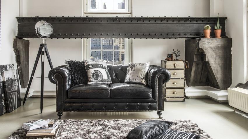 černé zařízení obývacího pokoje