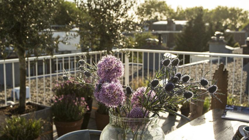 střešní terasa - kulatý stůl