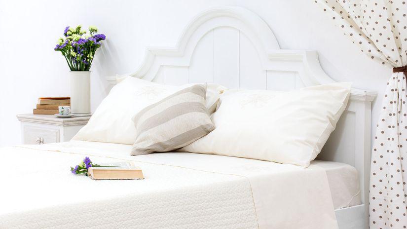 bílá postel 180 x 200