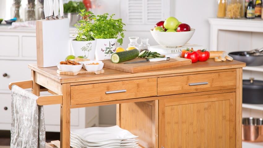 klasická kuchyně ve venkovském stylu
