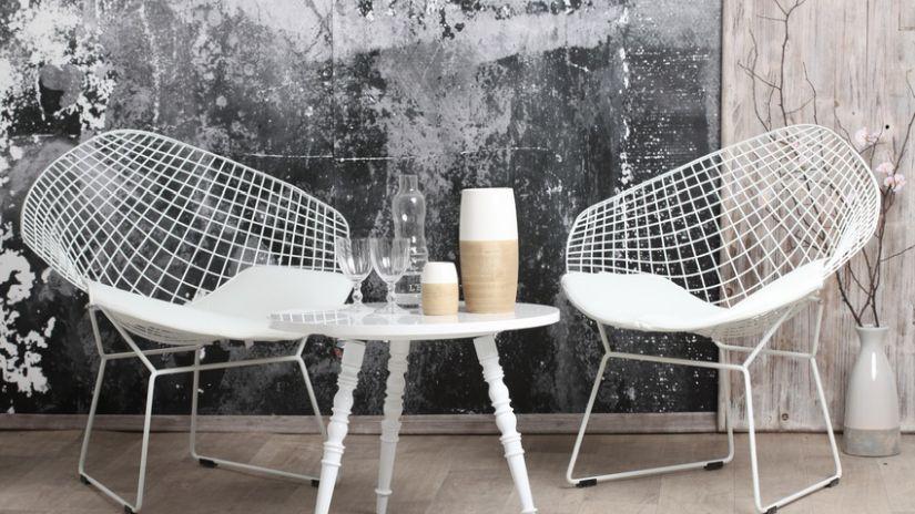 drátěná kovová židle