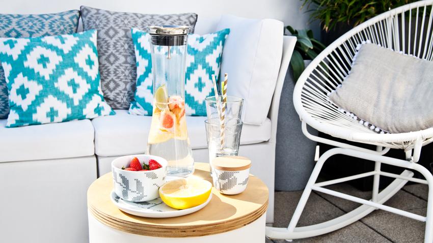 skandinávský zahradní nábytek na terase