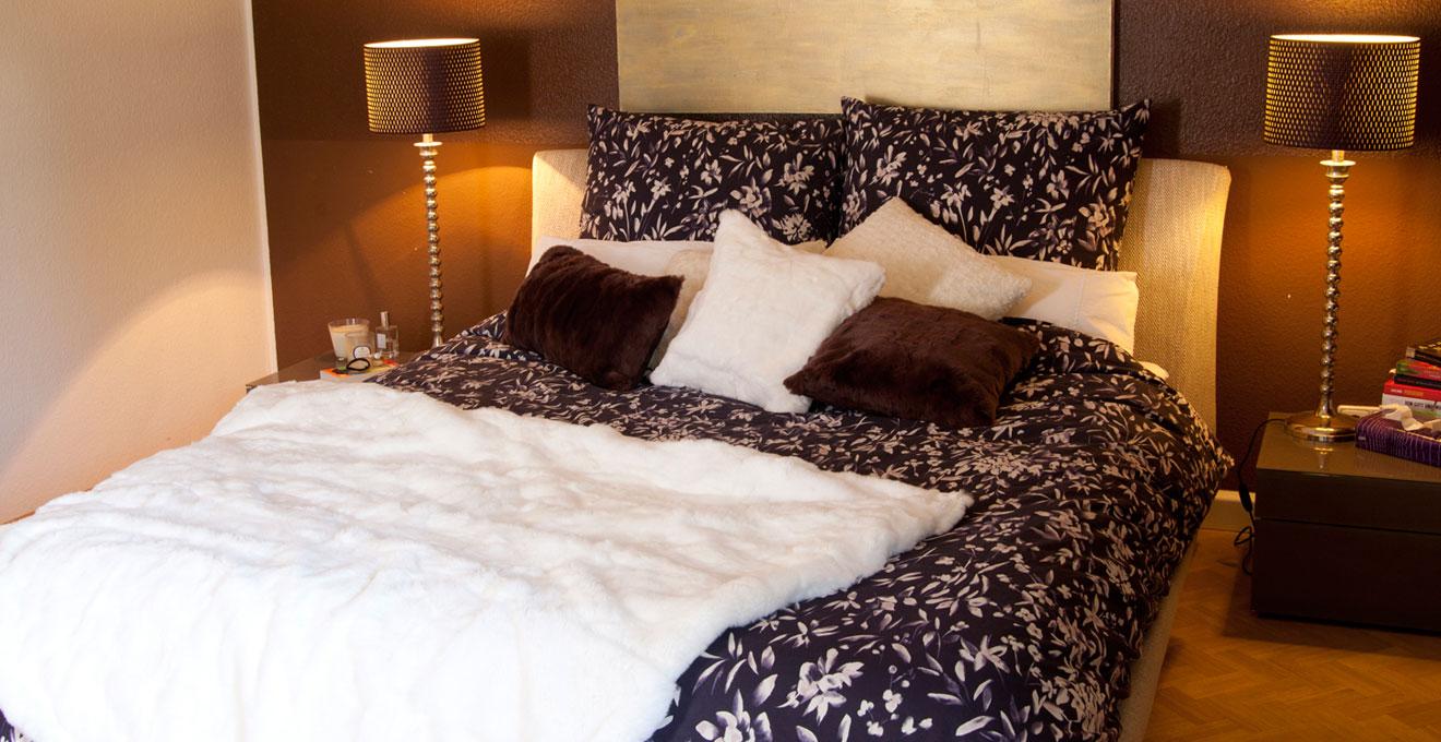 elegantní šedá postel boxspring