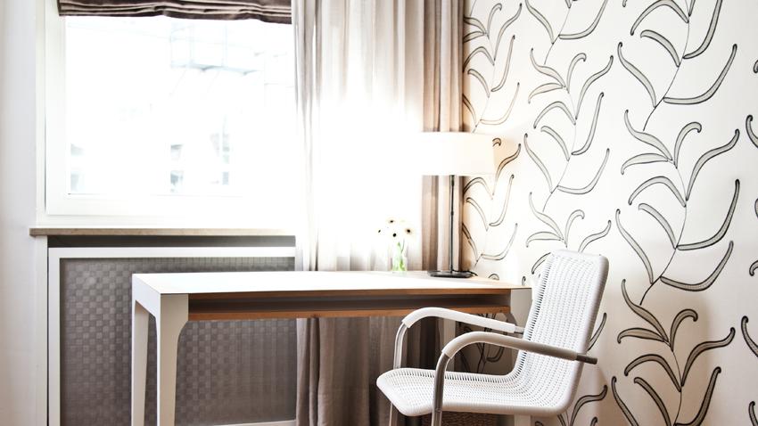 bílá kancelářská židle z polyratanu