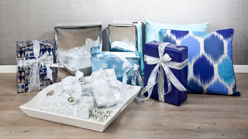 modrý dárkový papír