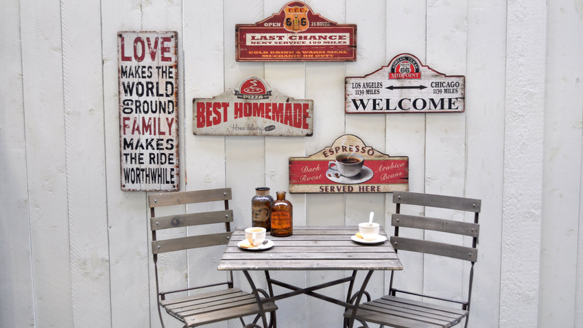 dřevěný balkonový stůl 80 x 80