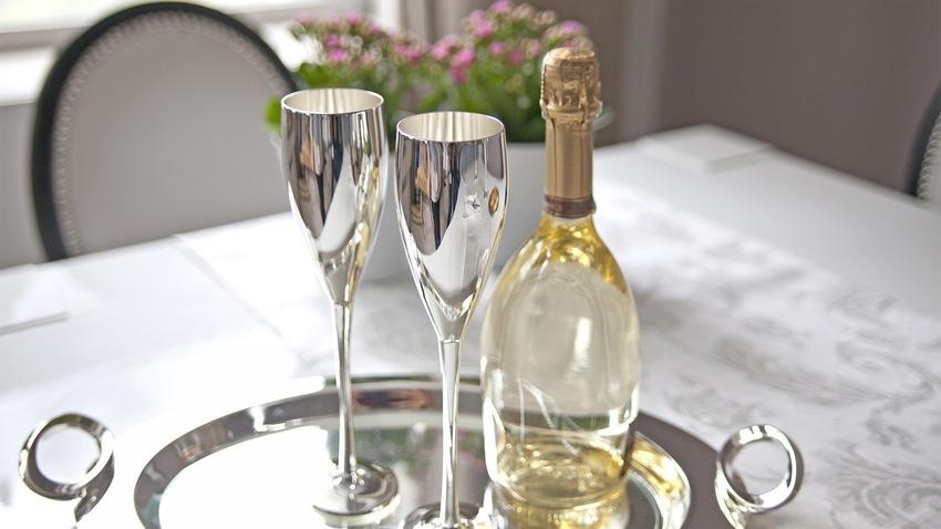 stříbrný pohár na víno