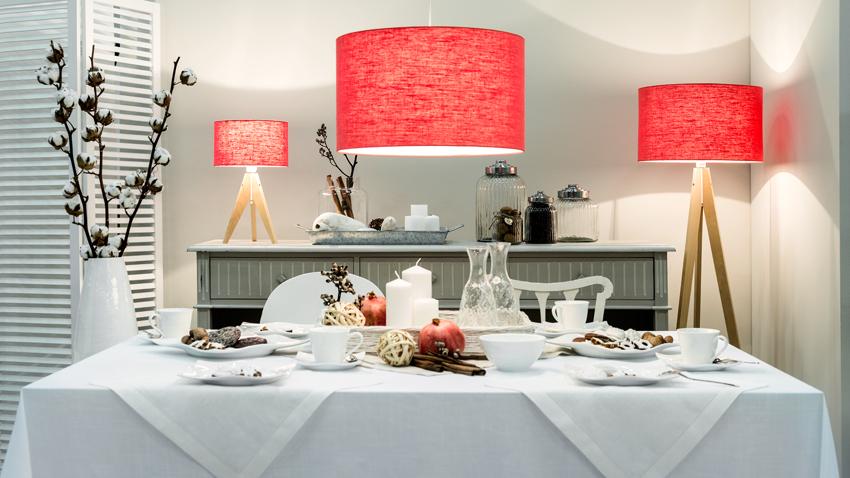 Čtvercový jídelní stůl