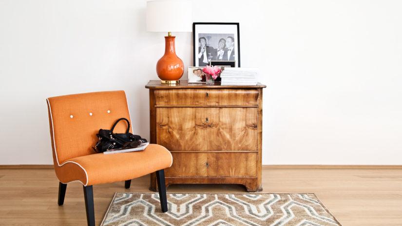 retro dřevěná komoda