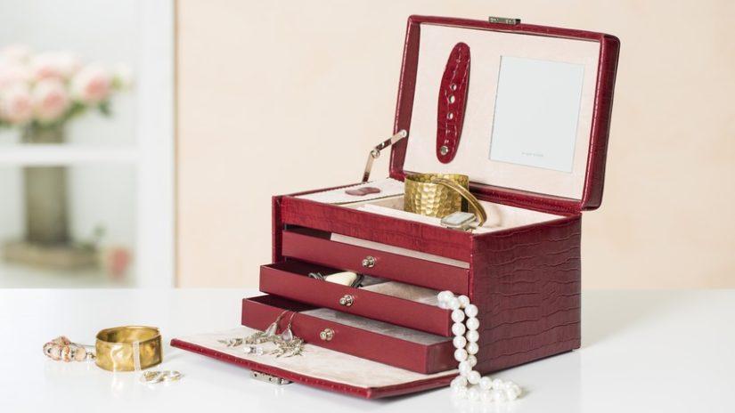 rudá šperkovnice