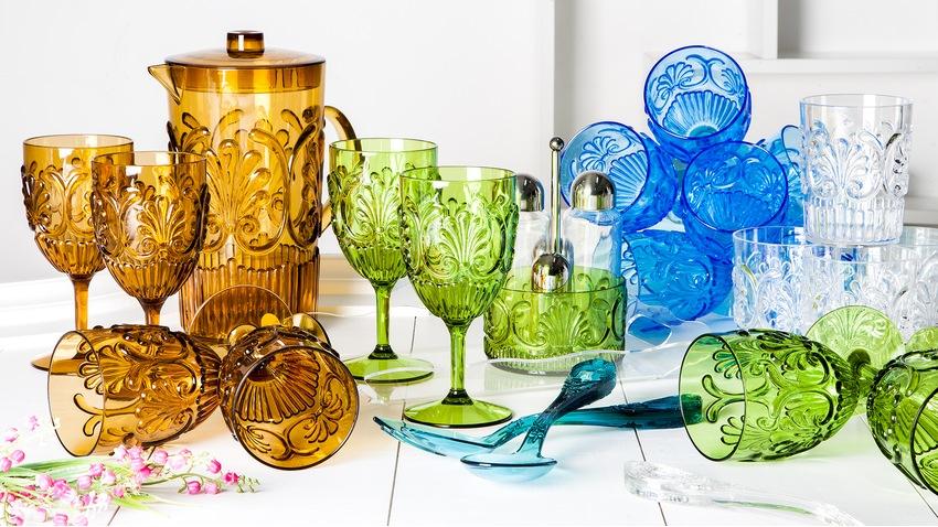 Plastová sklenice na víno