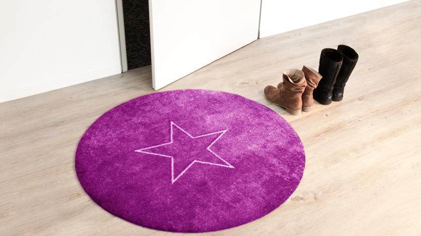 fialový koberec s hvězdou