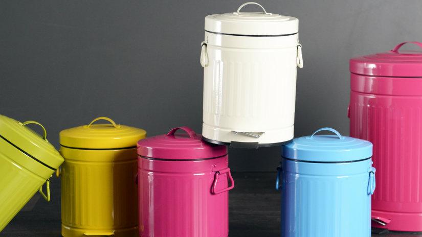 barevný koš na tříděný odpad
