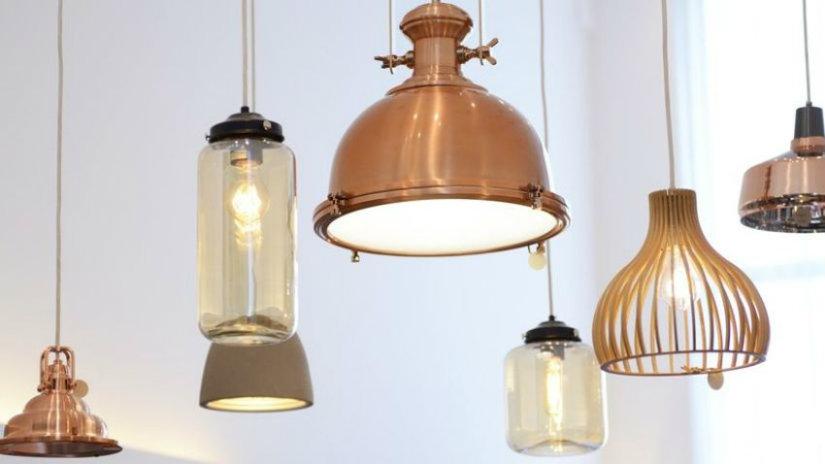 měděné stínidlo na lampu