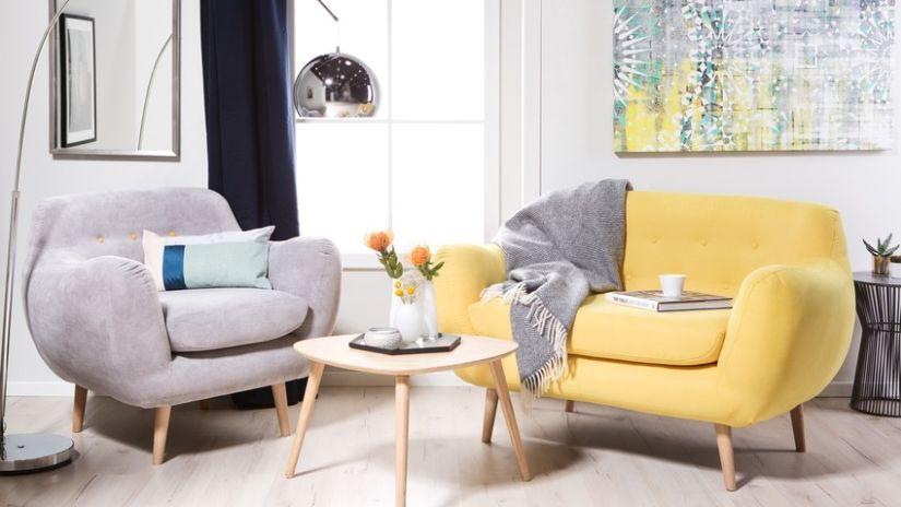 žluté křeslo ve skandinávském stylu