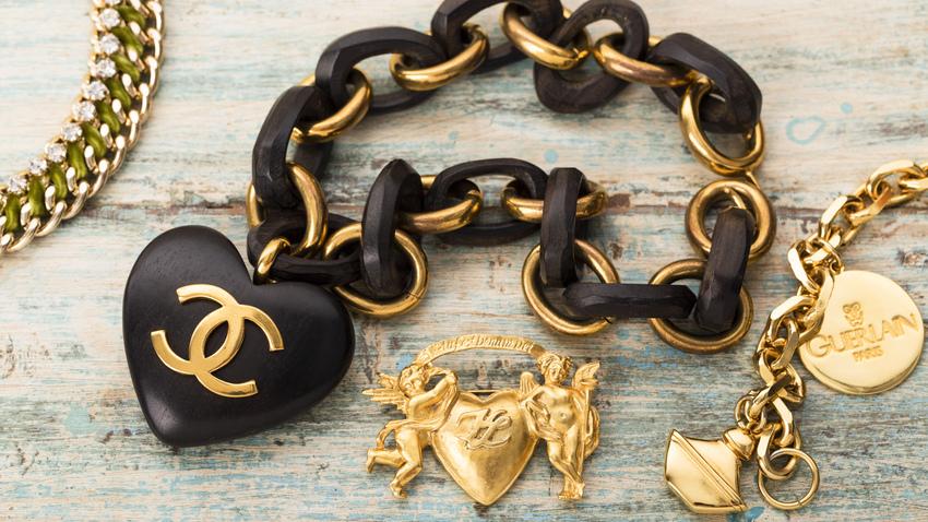 černé šperky