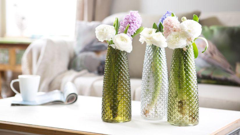 úzká zelená váza