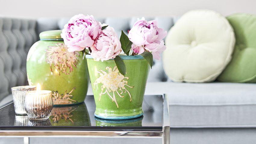 porcelánová zelená váza