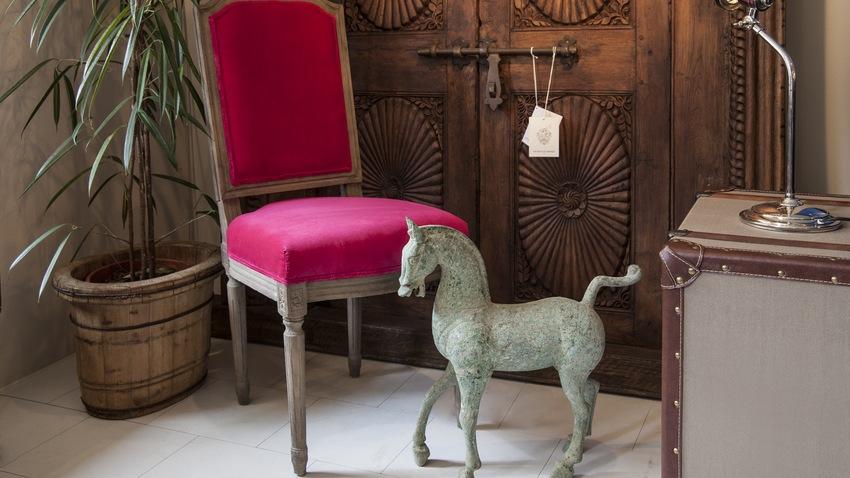 vintage červené židle