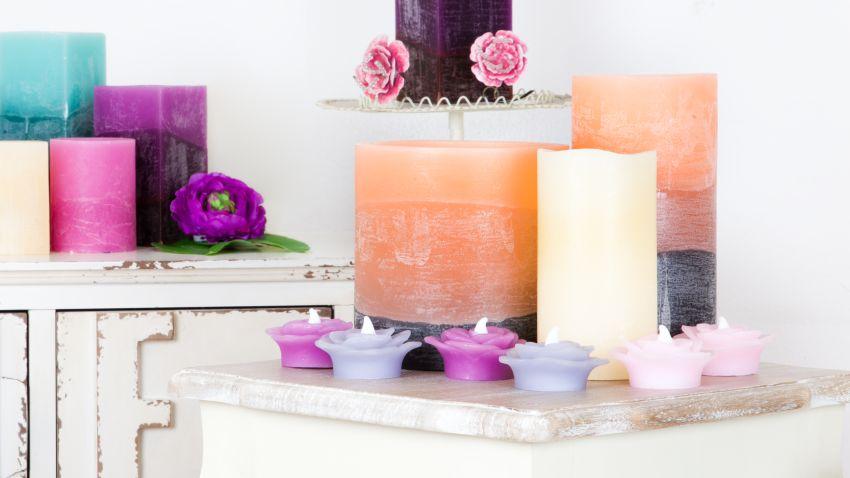 oranžové dekorativní svíčky