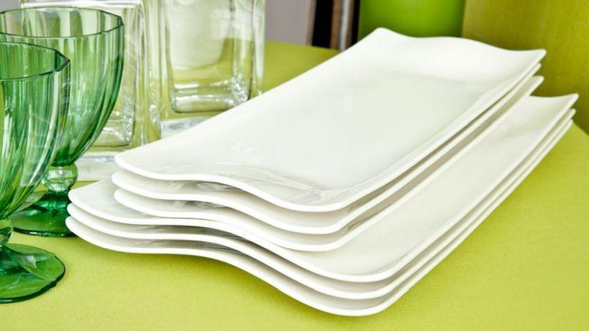 obdélníkové bílé talíře