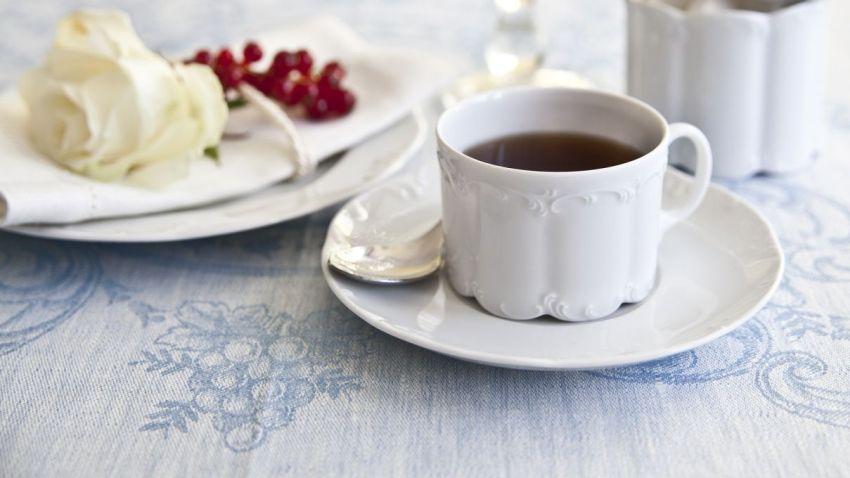 vintage hrnek na čaj