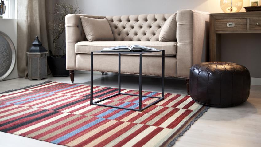 červeno bílý koberec Kelim