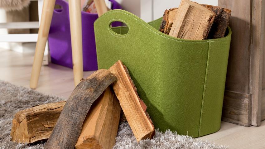 zelený koš na dřevo