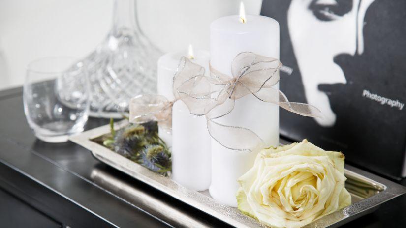 sváteční bílá svíčka