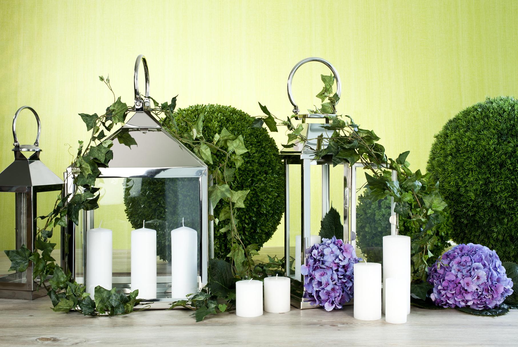 zahradní bílá svíčka