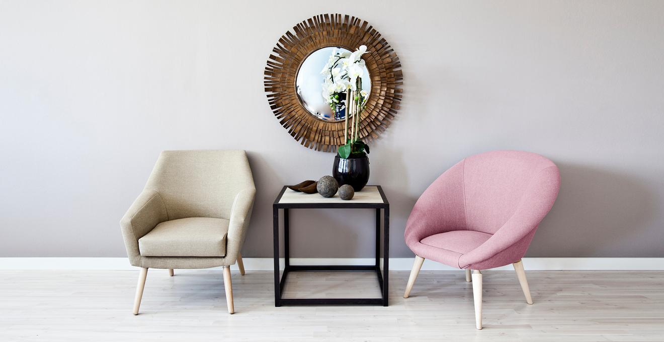 vintage růžové křeslo