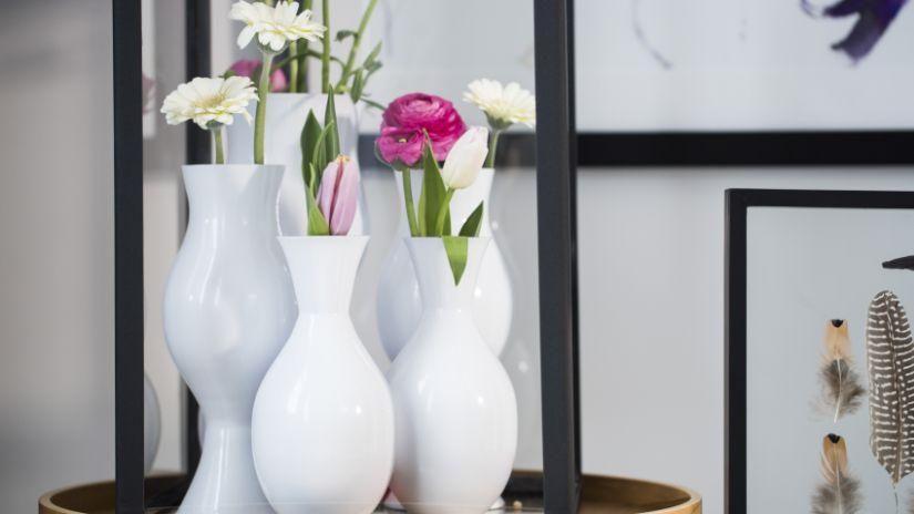 keramická bílá váza