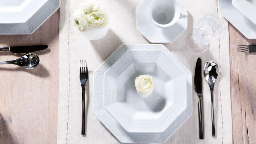 šestihranné porcelánové talíře