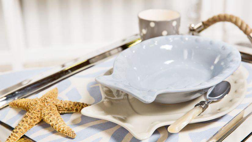 porcelánové talíře na rybu