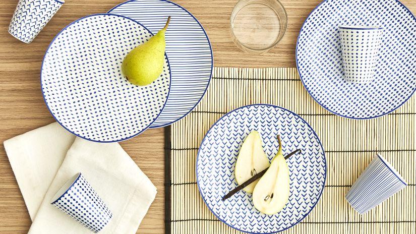 vzorované porcelánové talíře