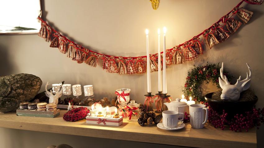 tepaný vánoční svícen
